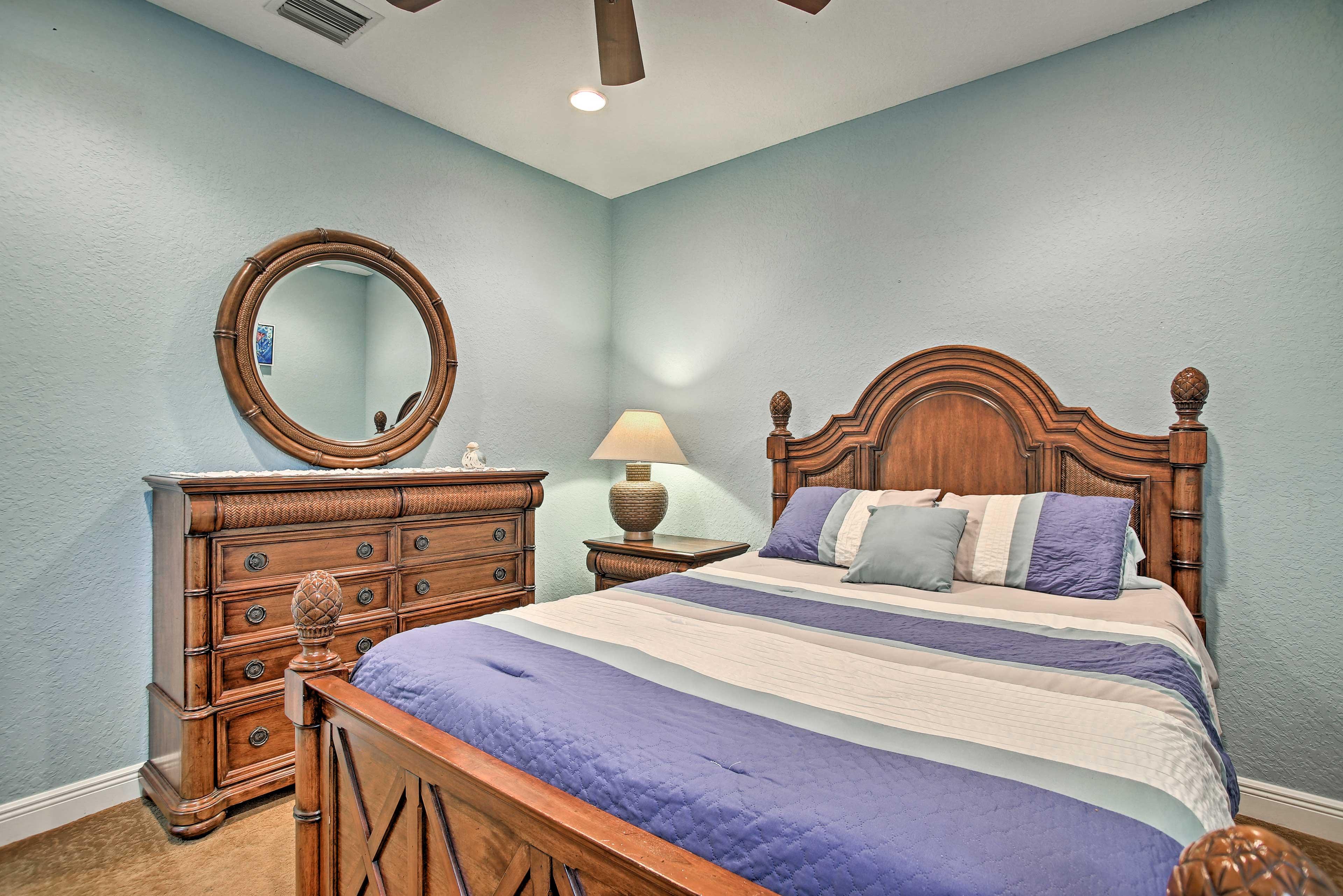 Queen bedroom 4