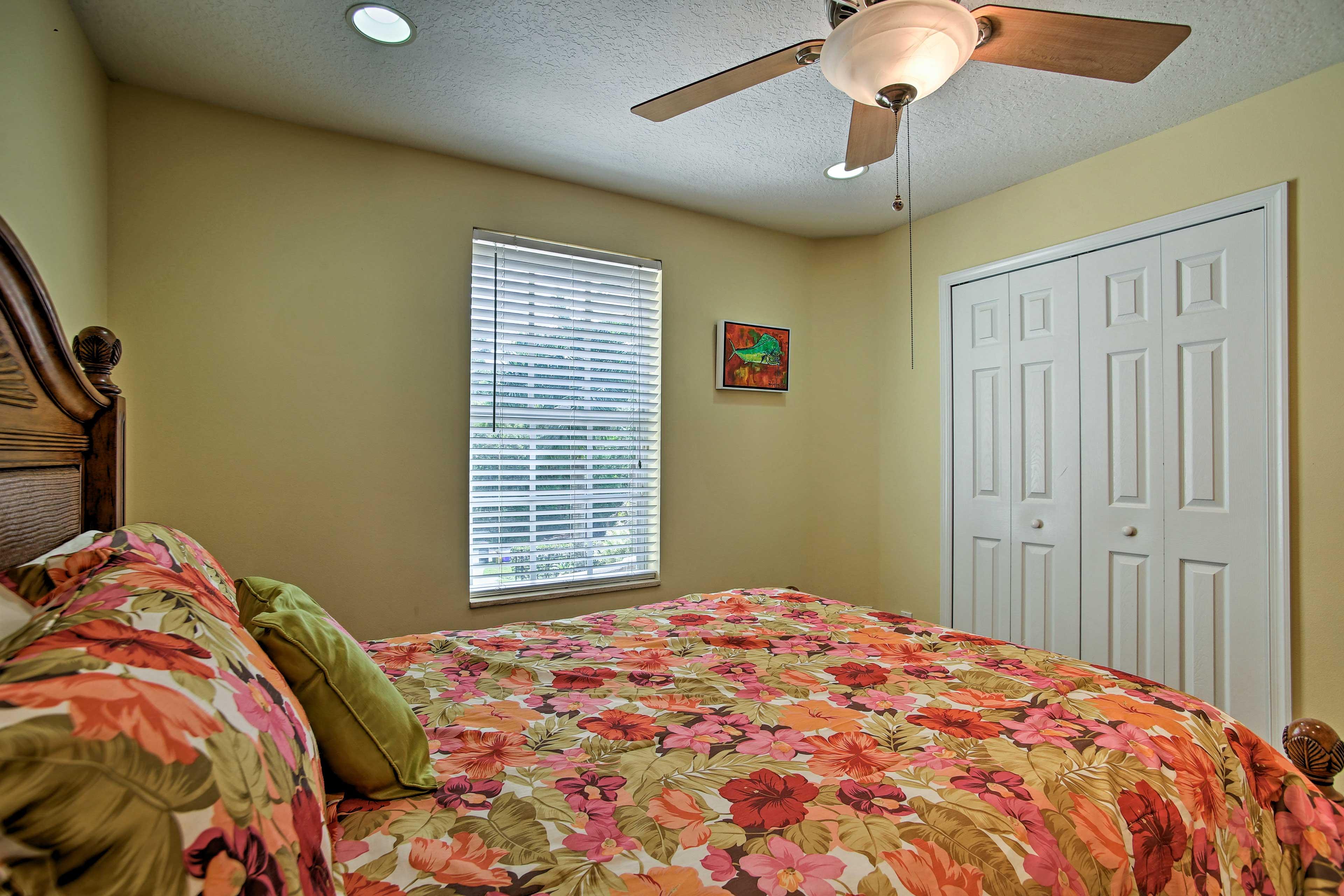 Queen bedroom 1-2